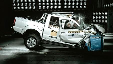 Ironía en estado puro: la pick-up NP300 'Hardbody' que Nissan vende en Sudáfrica recibe cero estrellas Global NCAP