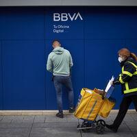 BBVA, Santander, Caixabank... Qué hay detrás de que la banca tradicional aumente el cobro de comisiones