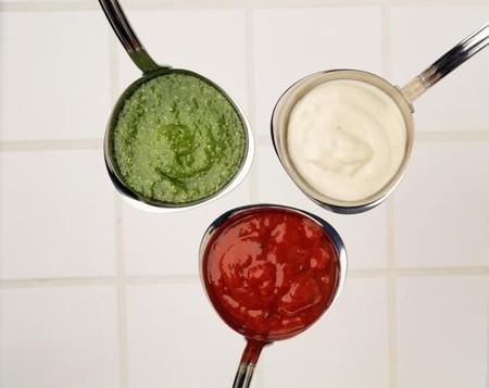 El azúcar escondido en salsas y aderezos: así puedes estar perjudicando tu dieta