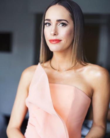 Louise Roe elige un elegantísimo Christian Siriano para asistir a los Oscar 2016