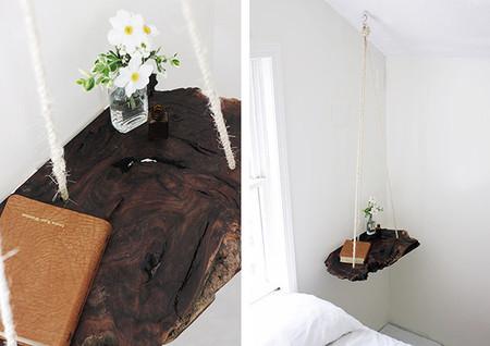 Mesilla de noche de madera que cuelga del techo