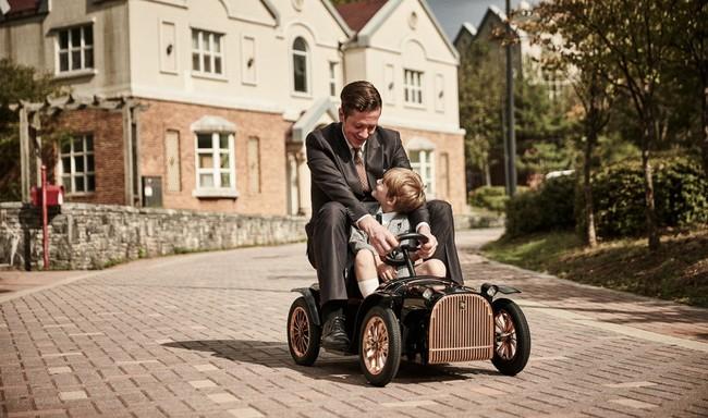 D. Throne: el coche eléctrico de lujo para niños que querrás (y podrás) conducir tú