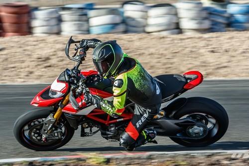 Probamos la Ducati Hypermotard 950: 114 CV de diversión garantizada en carretera y circuito