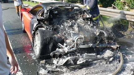 Ferrari F430 ardiendo