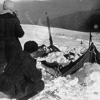 Todo sobre el paso de Diatlov, la excursión que terminó en muerte, radioactividad y bolas de fuego