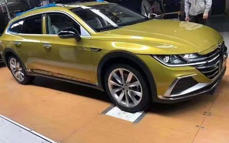 ¡Espiado! El Volkswagen Arteon tiene ganas de convertirse en una sexy vagoneta