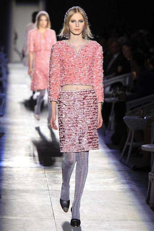 Foto de Chanel Alta Costura Otoño-Invierno 2012/2013: rosa, gris, brillos y nuevo vintage (15/61)