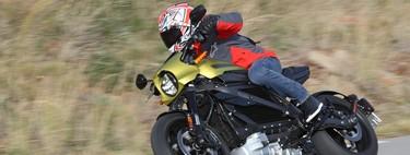 Probamos la Harley-Davidson LiveWire: la moto eléctrica de Milwaukee es tan sorprendente como demoledora