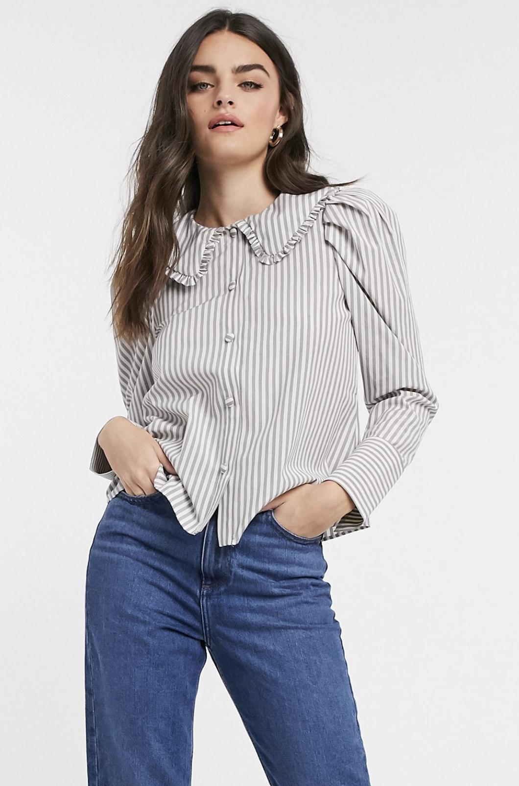 Camisa de manga larga a rayas con detalle de volante en el cuello de ASOS DESIGN