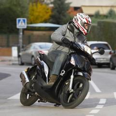 Foto 3 de 53 de la galería mx-motor-c5-125-primer-scooter-de-rueda-alta-de-la-marca-espanola en Motorpasion Moto