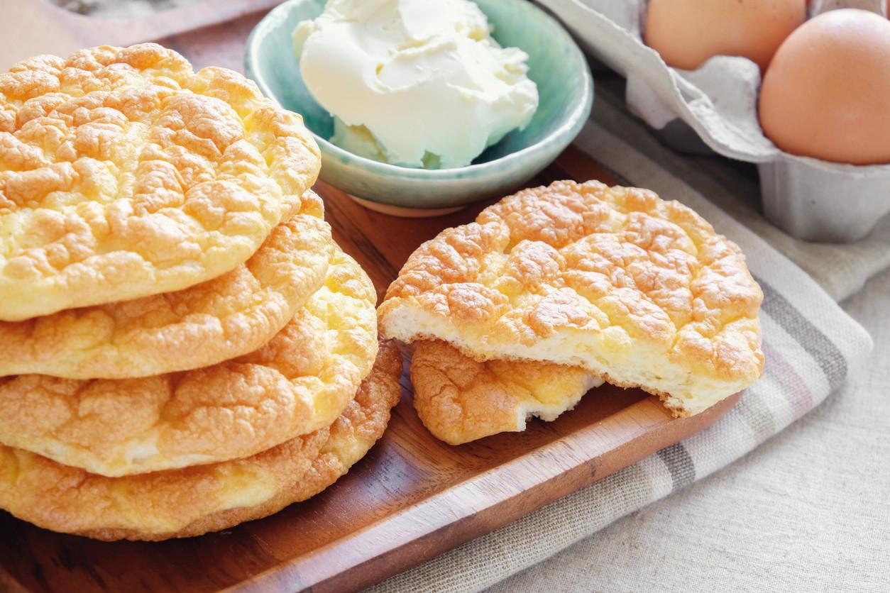Cloud bread, pan keto o pan sin hidratos: ¿cómo se hace y para qué lo podemos usar?