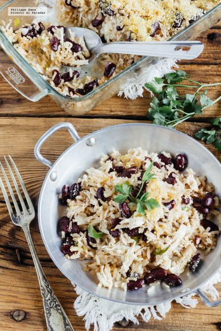 Pollo con arroz y frijoles. Receta fácil