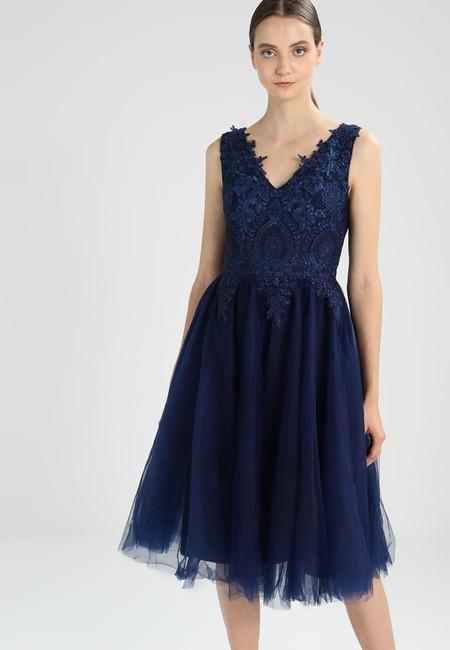 El vestido de cóctel Kristin de Chi Chi London está rebajado un 50% en Zalando y puede ser nuestro por 39,95 euros