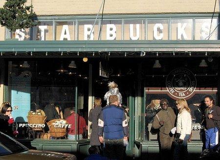 Viajeros obsesivamente sistemáticos: visitan todos los McDonald´s del mundo, todos los Starbucks… y todo de todo