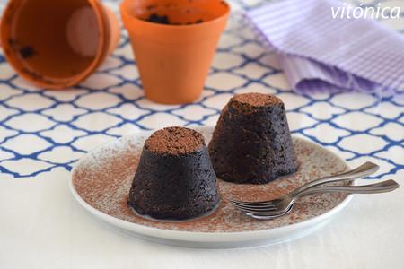 Pastelitos keto de chocolate y aguacate al microondas