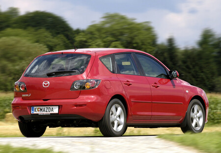 Mazda 3 de primera generación, a revisión: el logo del volante puede romperse y salir proyectado