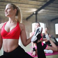 Complementando tu entrenamiento de running: las clases colectivas que te ayudan en el gimnasio