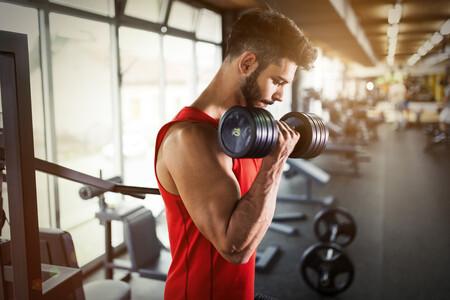 Cinco ejercicios de brazos con mancuernas para trabajarlos al completo
