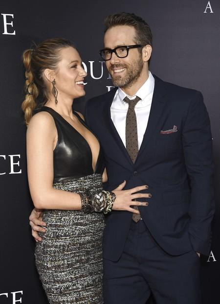Emily Blunt y Blake Lively triunfan con vestidos en dos texturas ¿será la próxima tendencia en alfombras rojas?