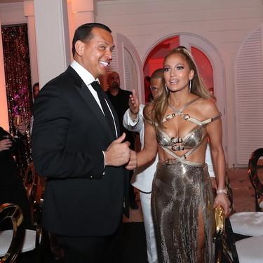 El albornoz que tiene Jennifer López es más caro de lo que piensas, pero también se puede convertir en el más deseado de las VIP