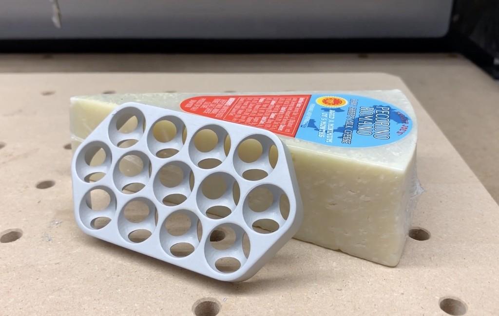 Un youtuber despeja las dudas: por mucho que el Mac Pro recuerde a un rallador de quesos... no ralla bien el queso