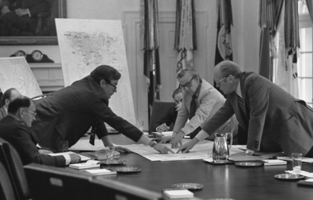 Photograph Of Central Intelligence Agency Cia Director George Bush Discussing The Evacuation Of Americans From Beirut With President Gerald R Ford During A Meeting In The Cabinet Room