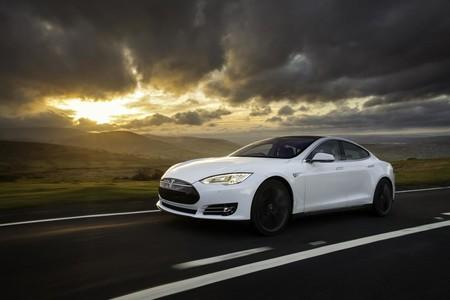El Autopilot 2.0 llegará a los Tesla la semana que viene y mantendrá mejor los límites de velocidad