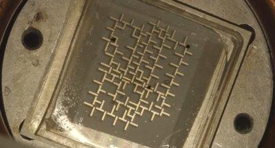 Este ordenador funciona con gotas de agua y manipula materia, no información
