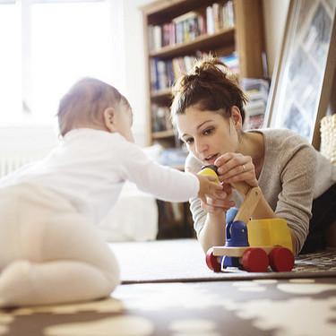 """¡Juega con tu bebé! Al jugar juntos, sus cerebros se sincronizan y comienzan a """"comunicarse"""" entre ellos"""