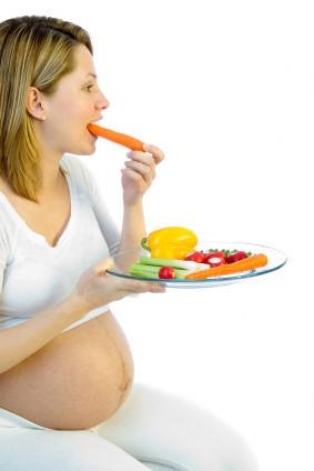 Embarazada comiendo