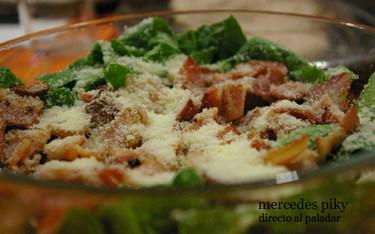 Ensalada templada de espinacas, parmesano y bacón