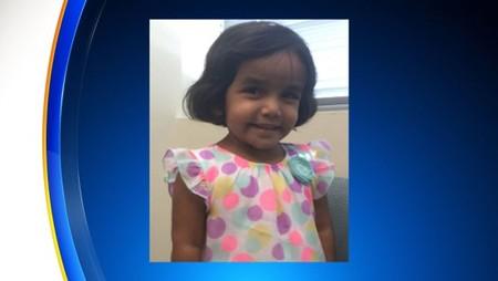 Desaparece una niña de tres años a la que su padre había castigado fuera de casa por no beberse la leche