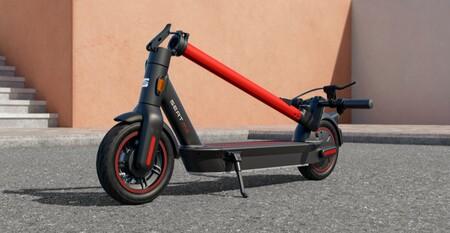 El patinete eléctrico SEAT MÓ eKickScooter 65 tiene un precio de 799 euros, porque 65 km de autonomía se hacen pagar