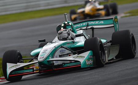André Lotterer vence una segunda carrera de la Super Fórmula marcada por la lluvia y la niebla