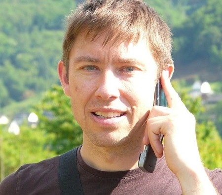 ¿Te rascabas la oreja y te multaron por hablar por el móvil? Entonces este auto judicial te interesa