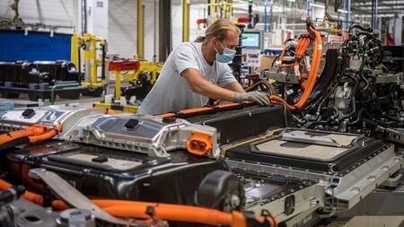 La paradoja del coche eléctrico 'ecológico': el níquel está sustituyendo al cobalto, y eso no necesariamente es bueno