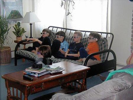 El uso que de la tecnología audiovisual 3D realizan los menores de 13 años, debería ser moderado