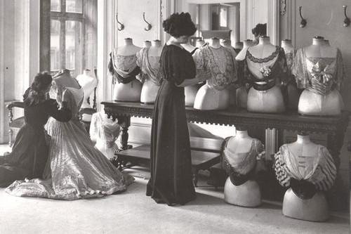 Evolución de los desfiles de moda a lo largo de la historia desde su origen