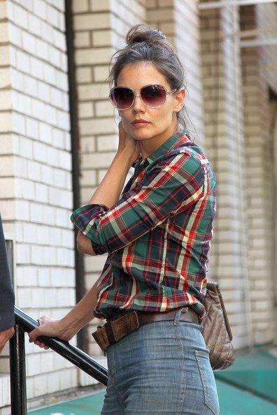 Las camisas de cuadros ya no están (tan) de moda: Katie Holmes y Eva Mendes son las excepciones