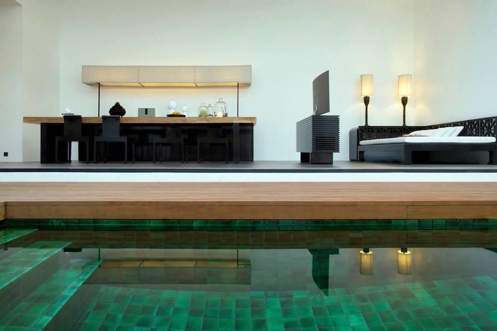 Foto de Una de las piscinas más curiosas del mundo: Red Pool en el hotel The Libray (10/14)