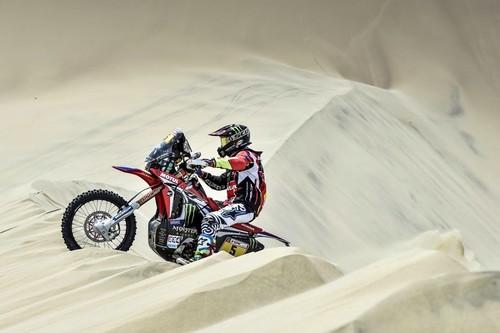 Joan Barreda emerge entre las dunas, gana la segunda etapa del Dakar 2018 y se pone líder de la general