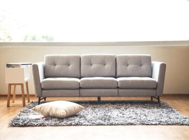 Tres requisitos necesarios para el sofá perfecto en la vida de un millennial