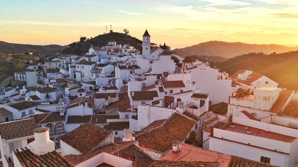 Vacaciones a Torremolinos con piscina interior y exterior y en media pensión