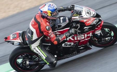 Toprak Razgatlioglu se estrena en Superbikes ganando la mejor carrera del año en Magny-Cours