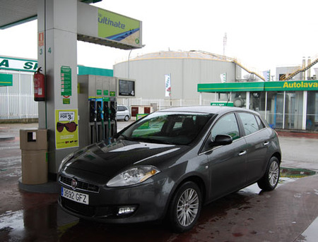 Los combustibles bajan a niveles de 2005