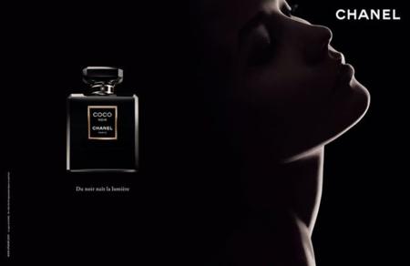 Karlie Kloss para Coco Noir de Chanel vista por Sølve Sundsbø