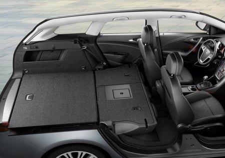Detalle maletero Opel Astra 12