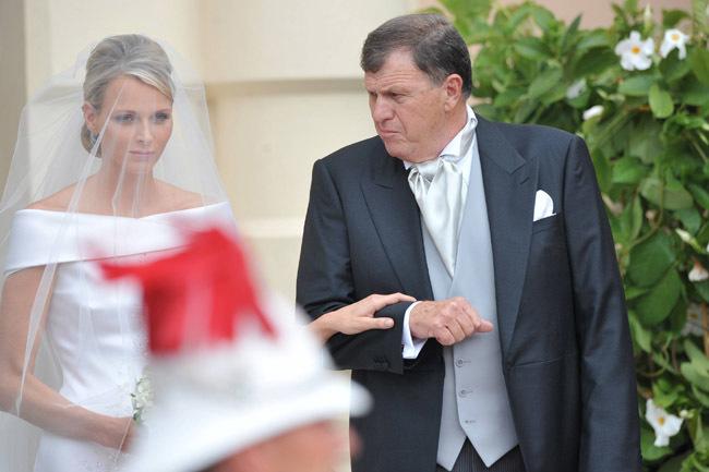 Foto de Todas las imágenes del vestido de novia de Charlene Wittstock en su boda con Alberto de Mónaco (9/19)
