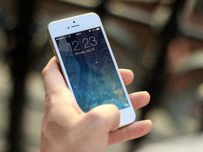 Uso del móvil a una mano y riesgo dolor o lesión en las manos