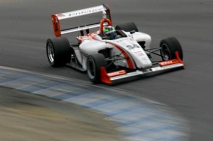 normal_Jonathan Summerton en la Formula Atlantic 2009 abordando el Sacacorchos de Laguna Seca.jpg